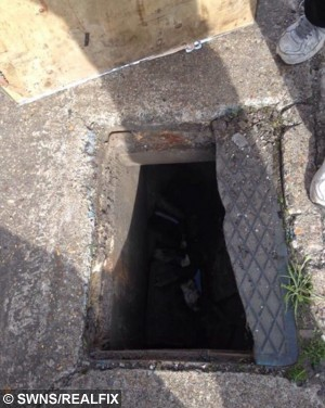 SWNS_MANHOLE_FAAL_07