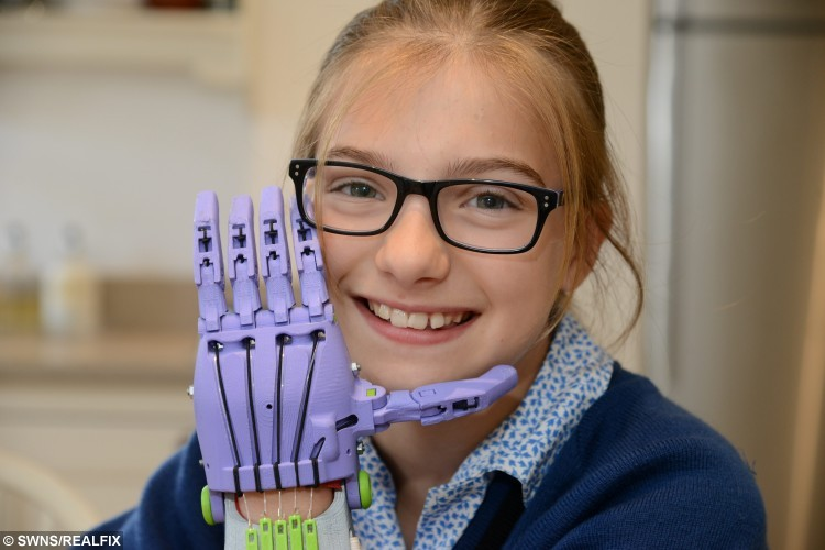 Lara Pincott, 10 with her 3D designed prosthetic hand Picture: Gary Browne FM3883568 COPYRIGHT KENT MESSENGER GROUP picturedesk@thekmgroup.co.uk 01622 794667