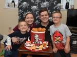 Amazing mum makes freakily realistic cake for fast-food fanatic husband
