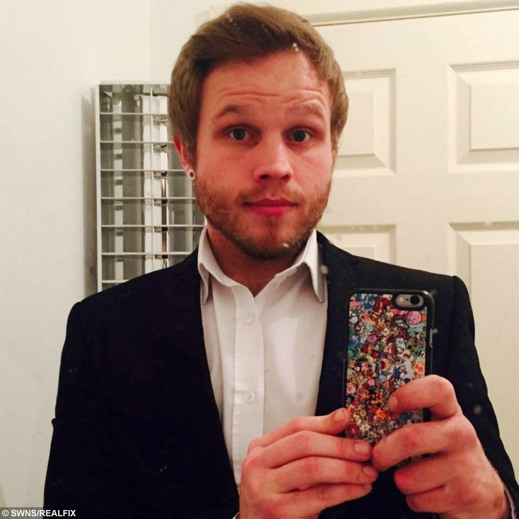 Craig Cooper pictured after losing weight - he shed 4 stone and now gets mistaken for Olly Murs. See News Team story NTIMURS: A lardy estate agent who shed four stone is now being inundated with female admirers - because he keeps being mistaken for OLLY MURS. Craig Cooper tipped the scales at 16st 3lbs and could barely fit into size 48 inch jeans after years of gorging on fast food, takeaways and crisps. The 28-year-old decided enough was enough when he got stuck in a pair of XXXL trousers as he was trying them on in a changing room at Tesco. Craig joined the Lighter Life diet and has lost an impressive four stone since January, slimming down to a healthier 11st 12lbs.