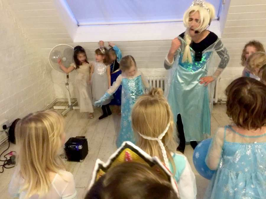 Mum's horror as Elsa 'lookalike' arrives at daughters fifth birthday looking like she had 'left a rave at 6am'