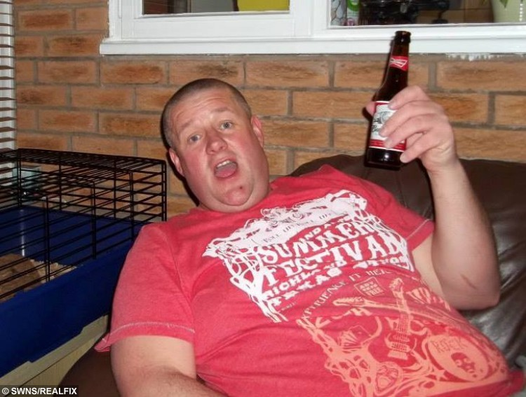 Gavin Preston from Walton Le Dale, Lancs., Gavin lost 6 stone so that he could sky dive out of a plane, 9 September 2015. See Ross Parry Copy RPYDIVE : A takeaway-gorging cabbie shed more than six stone so that he could throw himself out of a plane in honour of his late mum. Gavin Preston, 42, was told he was too fat to complete a charity skydive to raise money for the hospice where his beloved mother was cared for before she died of cancer. But not wanting to let her down, he turned his life around, and bravely took to the skies on Saturday.