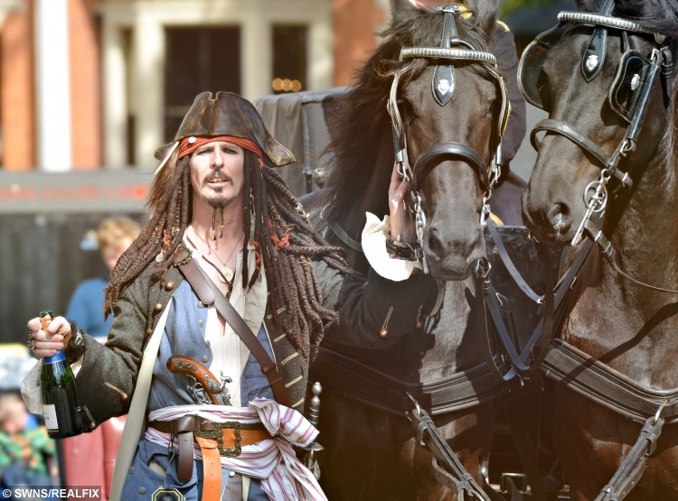 The INCREDIBLY romantic reason groom dressed as Jack Sparrow on his ...