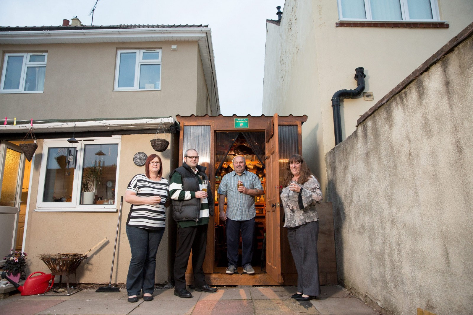 Neighbours build a tiny PUB between their houses!