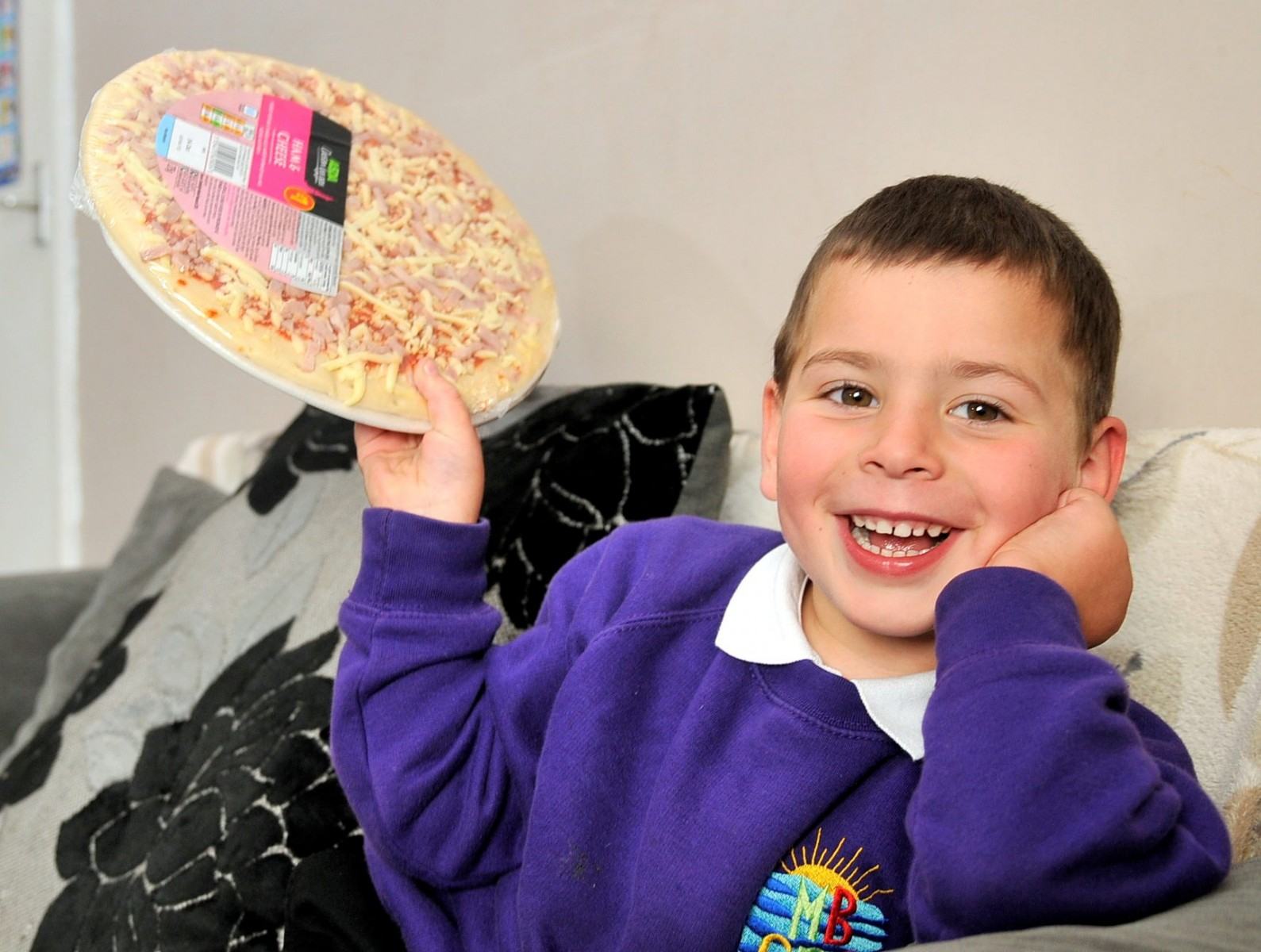 Schoolboy brings homeless man to tears by sharing his last slice of pizza