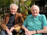 WW2 veterans who fought together are reunited by chance 70 years later!