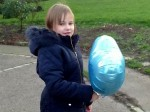 The little girl who always sends a balloon to the daddy she misses
