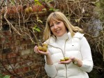 Woman finds KIWIS growing at the bottom of her garden