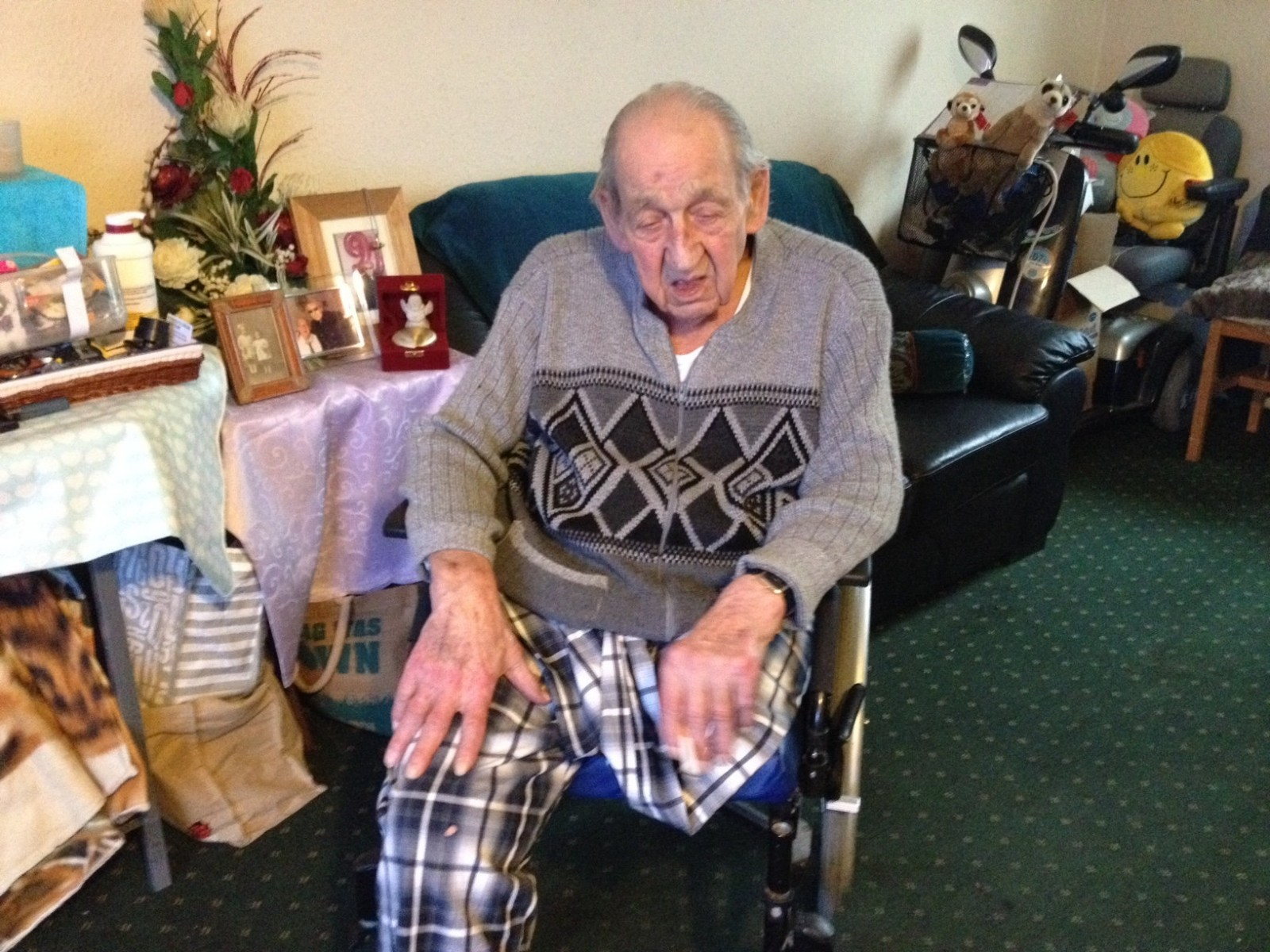 An elderly amputee saved his own life when his wheelchair caught fire by stamping out the flames – using his ONE leg.