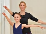 Dancer recreates the same poses as her mum 30 years later in heart-warming photos