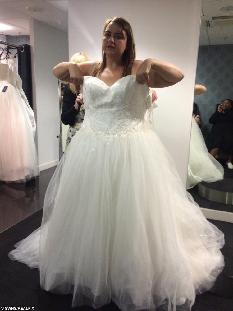 Obese bride bought new dress just three weeks before her ...