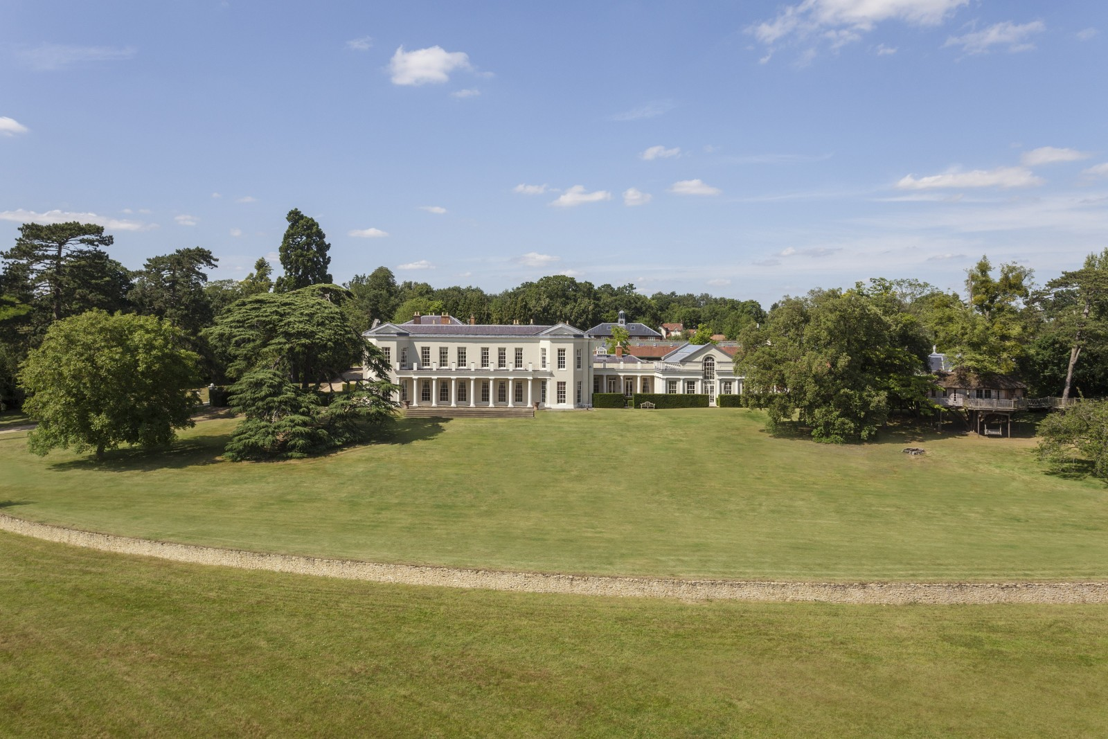 Would YOU like to live in this £30m home, once owned by the Queen's Grandparents?