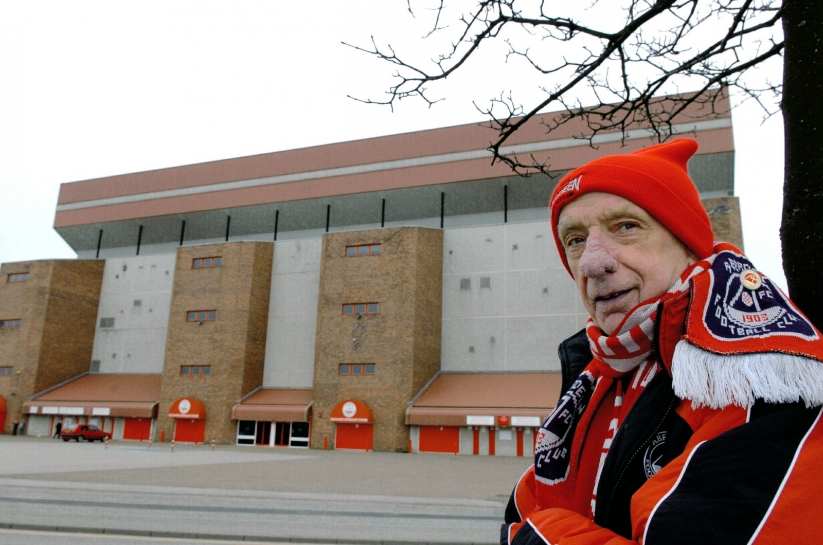 Aberdeen FC fan who died last week is to have his seat at the stadium left vacant in his honour