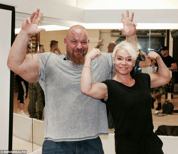 Dave Crosland comparing arms with Danish gym owner Yanni, August 2015.