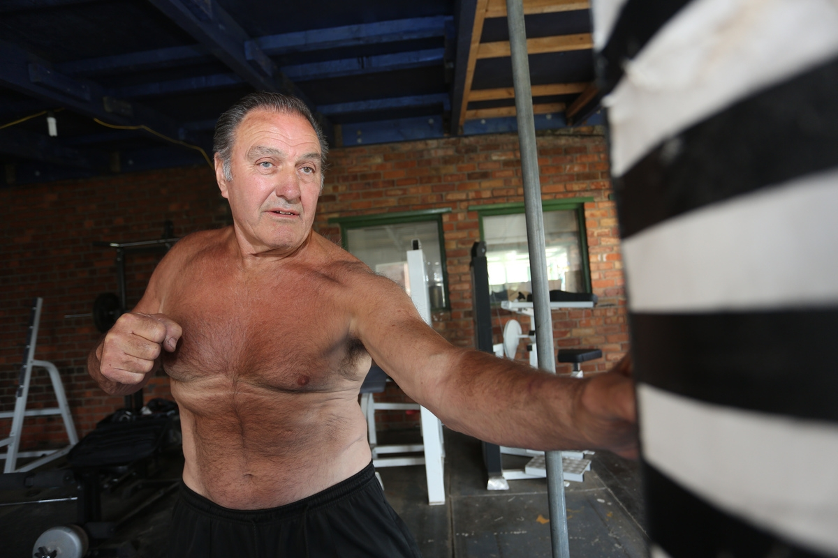 Phwoar! Meet the 75-year-old great granddad with a physique to rival men half his age