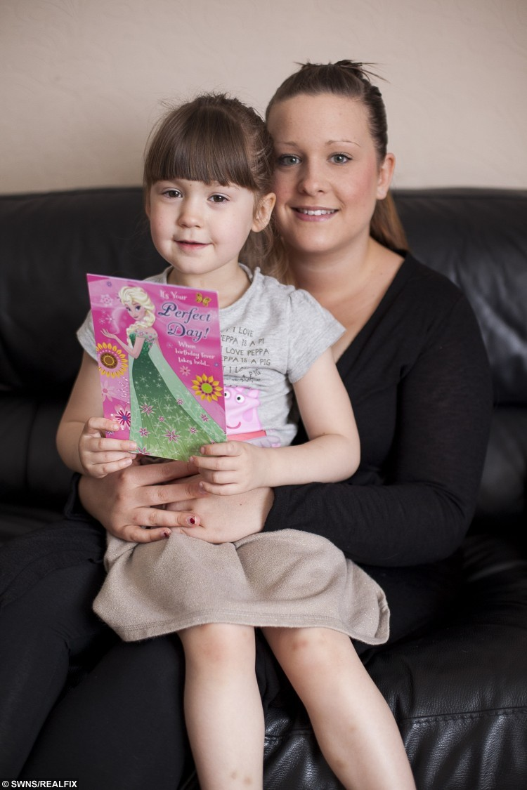Isabell Tipper (4) with mum Kimberley Tipper (27).