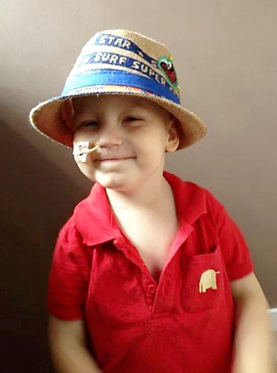 The parents also hope that the photos will increase care for tumour patients like Dylan.