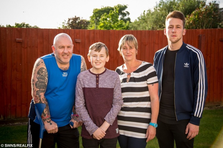 Daryl Allinson (centre), 13 and his family
