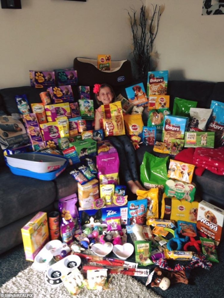 Kaylee Mason 8 with pet food instead of birthday presents. & Eight-year-old swamped with cat and dog food for charity which she ...