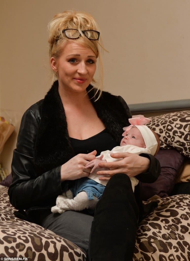 First time mum Samantha Lines, 29 from Rugby with newborn baby Ella-Rose