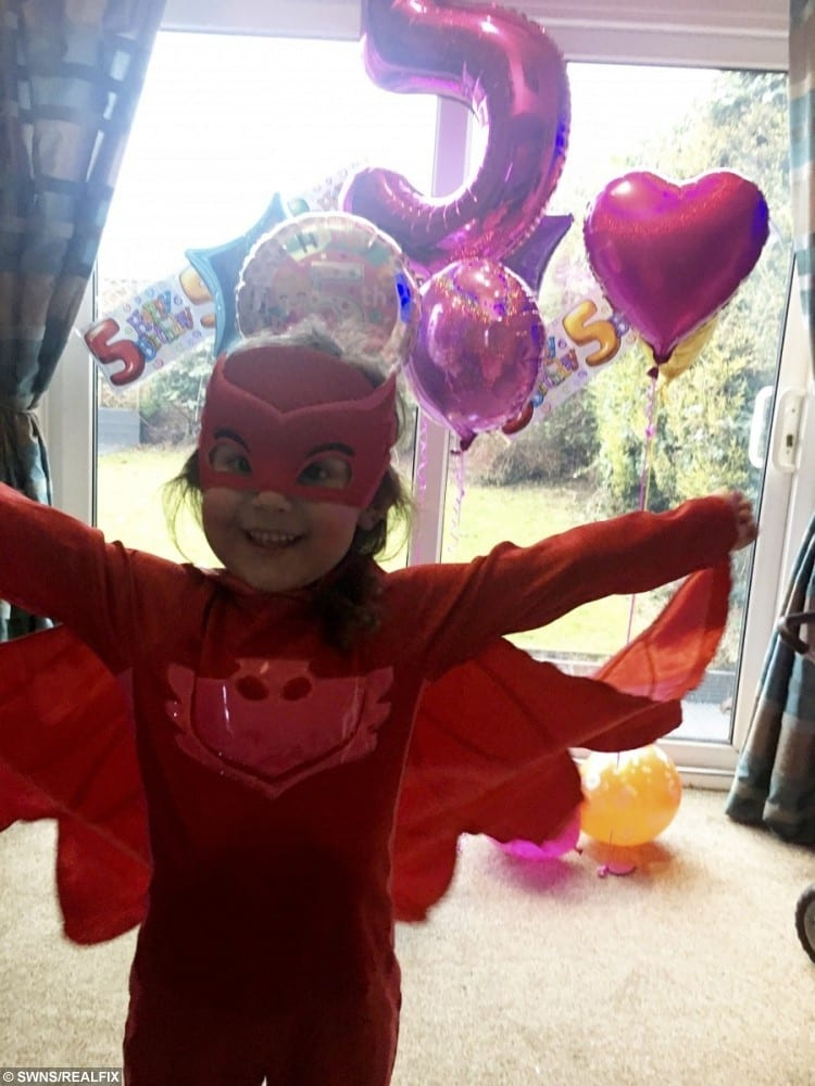 Scarlett Pare 5 With Her Birthday Balloons
