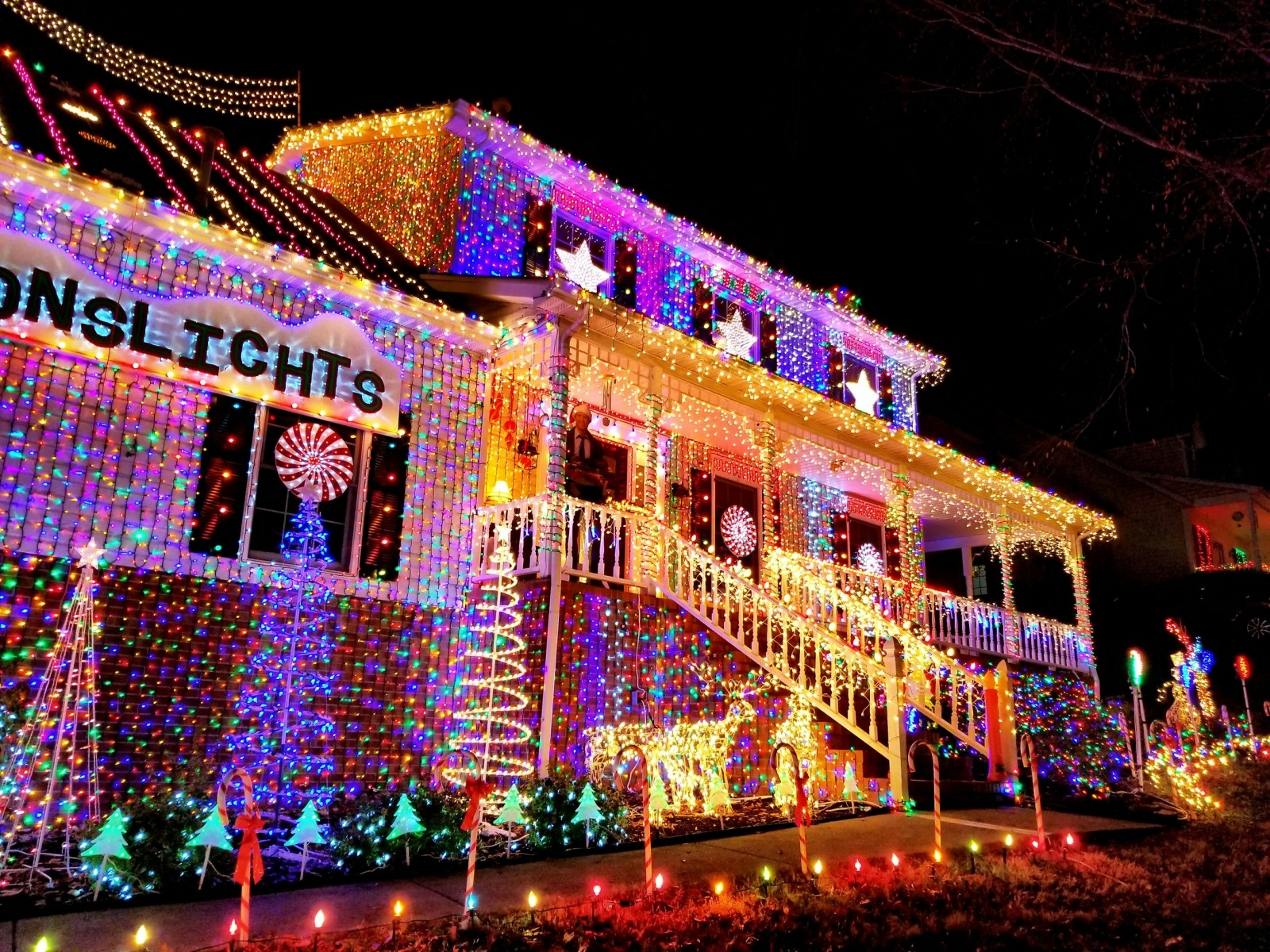 Dad's Moving 300,000-Christmas Light Tribute To His Daughter