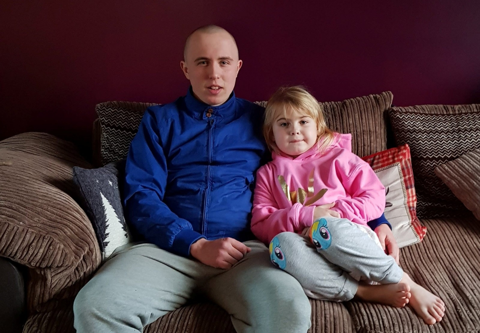 Kindhearted Brother Shows Unbreakable Bond With Little Sister - By Letting Her Shave His Head After She Was Diagnosed With Cancer