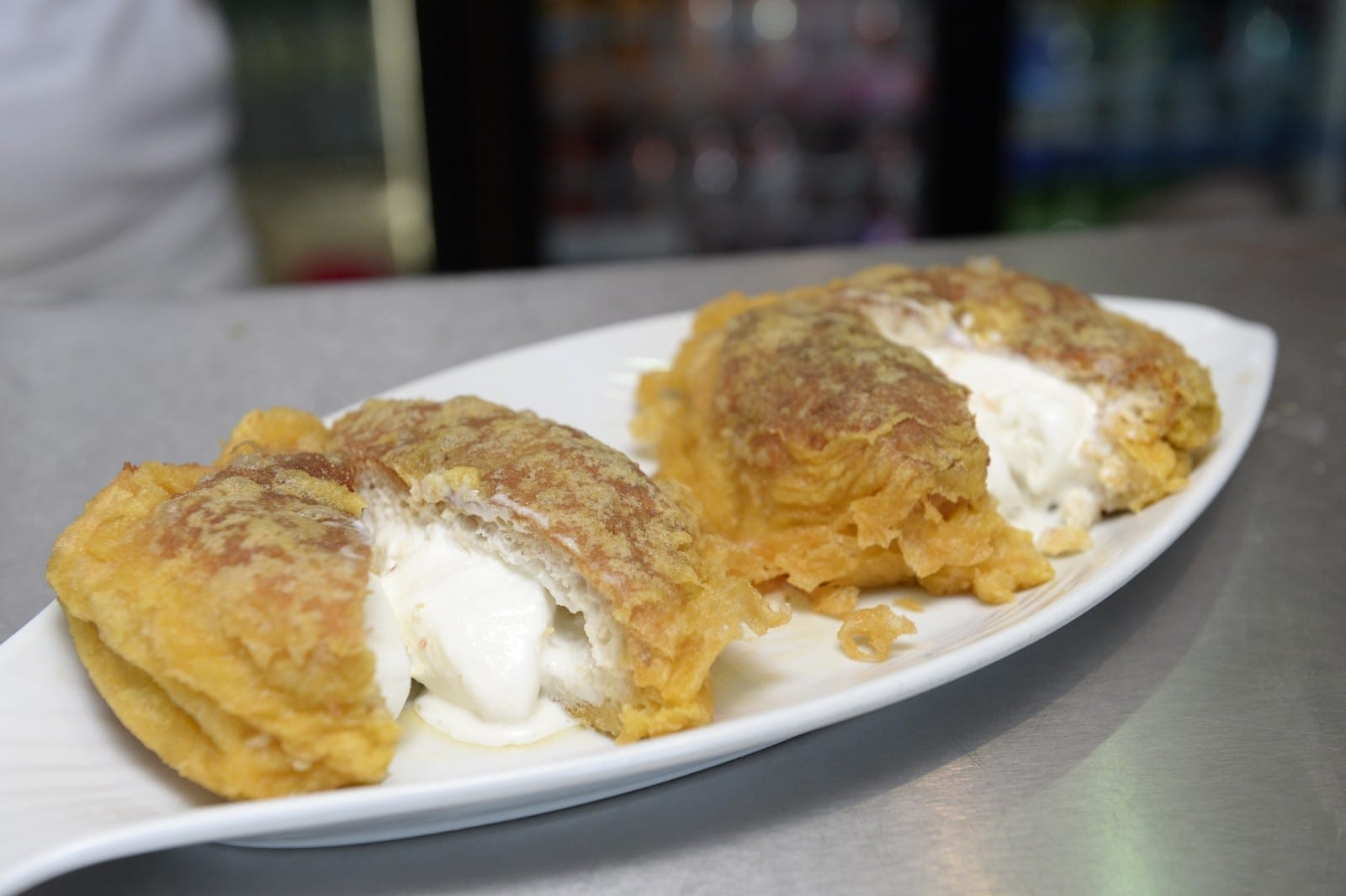 A Unique Scottish Chippy Is Defying Physics With Its New Sweet Treat – Deep Fried ICE CREAM!