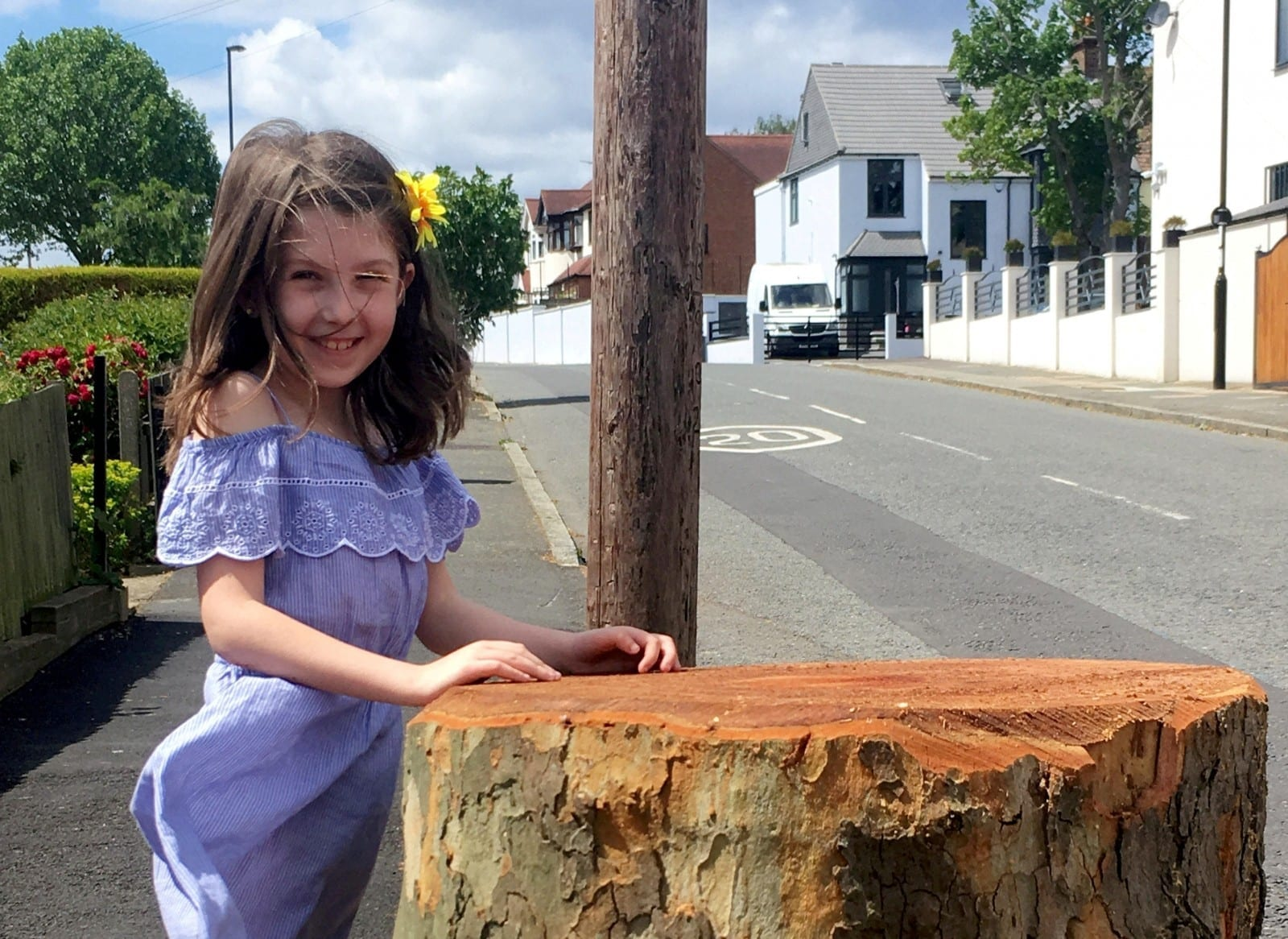 """A Little Girl Penned A Tearful Letter To Her Council Demanding Answers – After They Chopped Down Her """"Favourite Tree"""""""