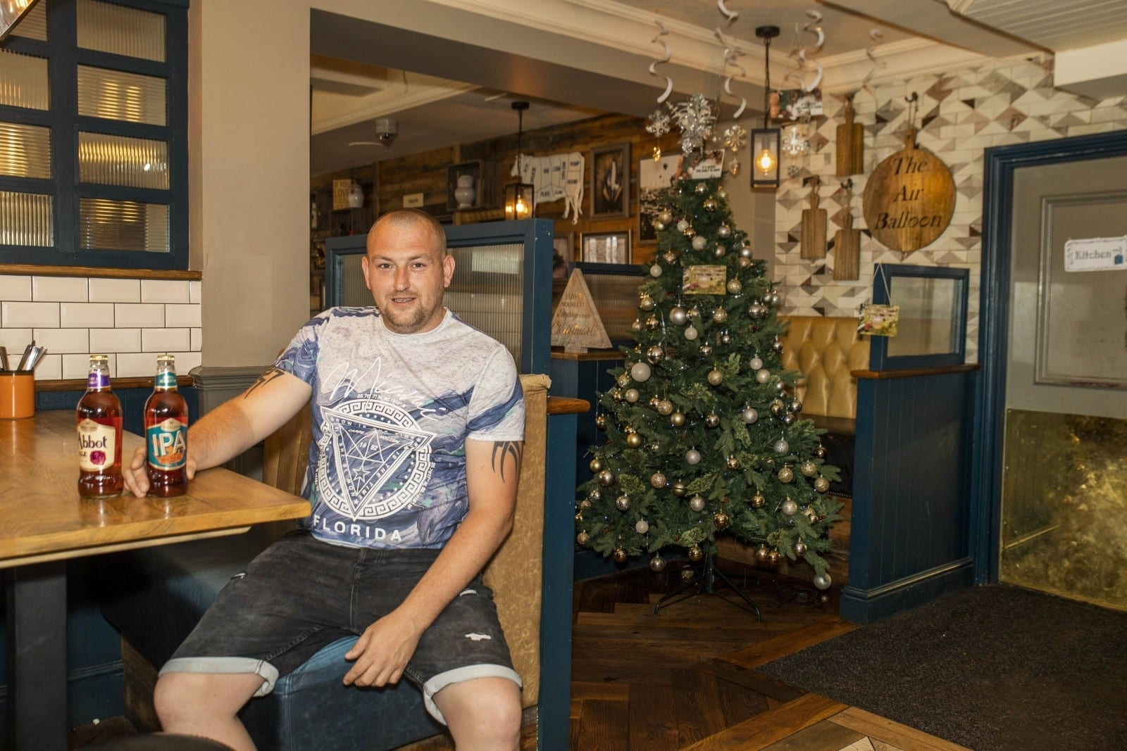 Pub Becomes First In Britain To Put Its CHRISTMAS Tree Up - On The Hottest Day Of Summer