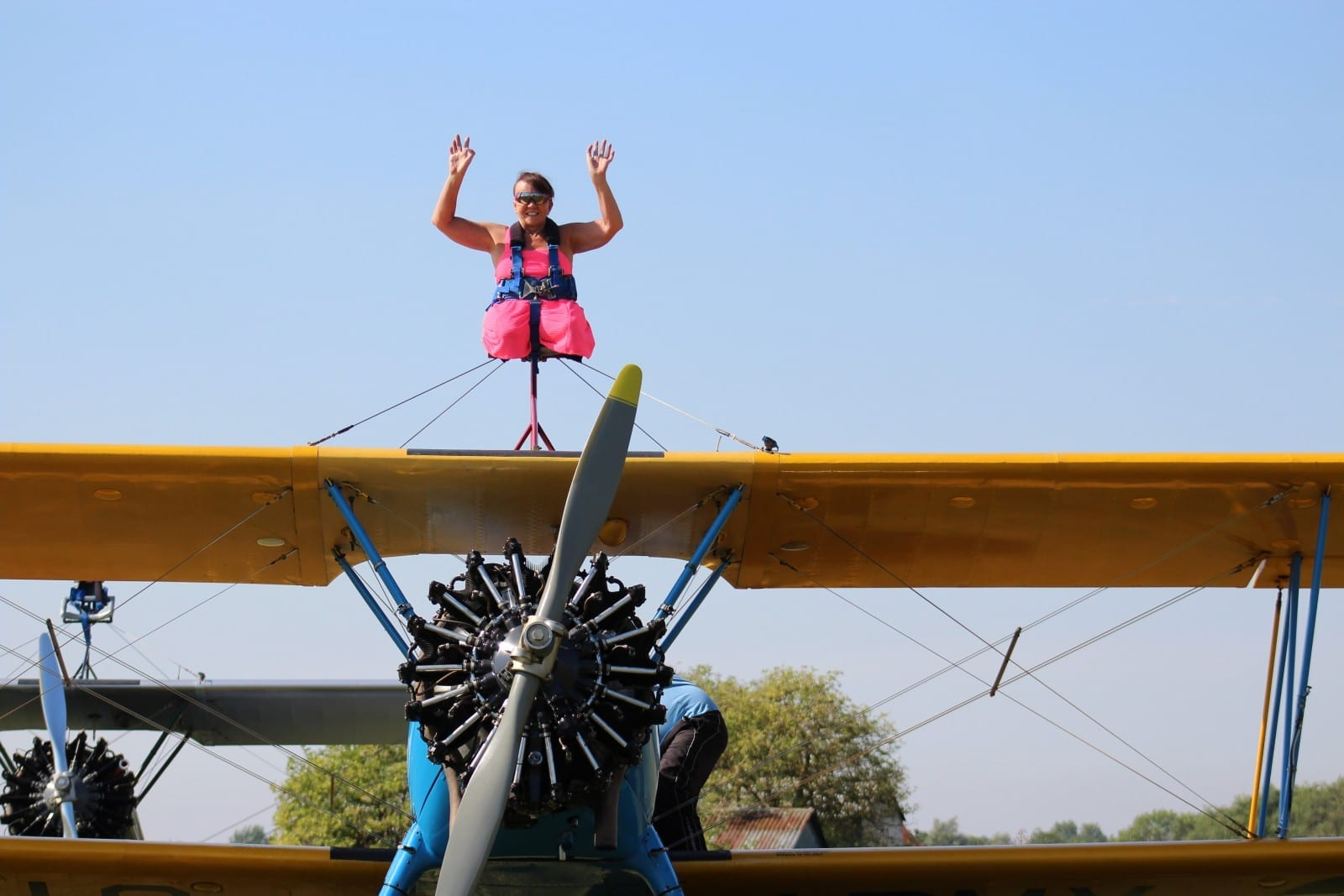 A 57-Year-Old Adrenaline Junkie Completes 1500ft Wing Walk - Despite Having No Legs