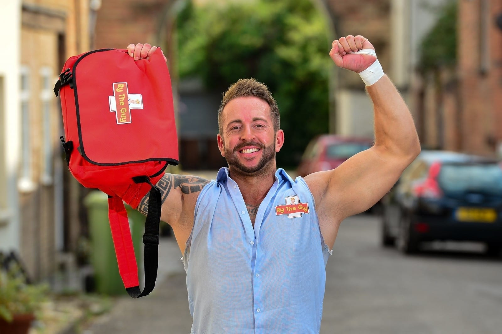 Meet Britain's First Wrestling POSTMAN Who Delivers His Letters And Parcels In WWE-Style Royal Mail Outfit