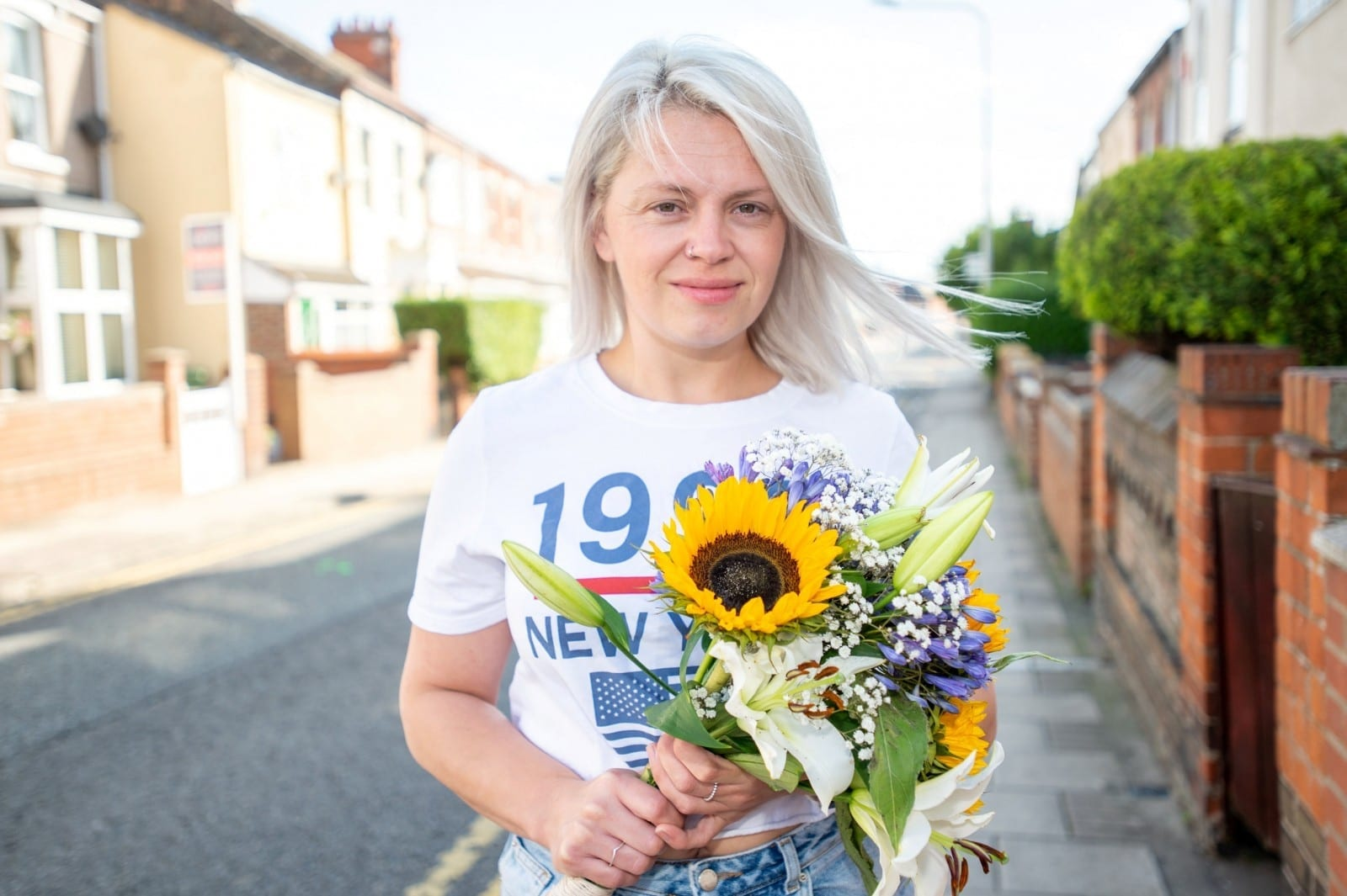 Grieving Daughter Sparks Random Acts Of Kindness To Keep Her Late Mother's Memory Alive - By Giving Out Bunches Of Flowers To Strangers