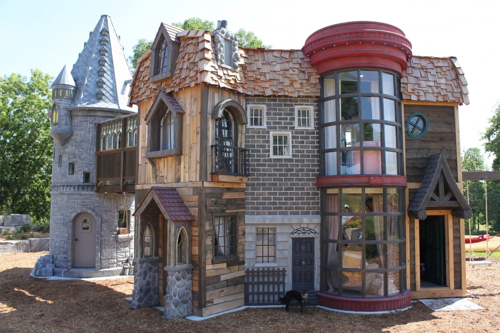 Meet The Little Girl With Possibly The Best Playhouse In The World – A Massive 350sqft Harry Potter Themed Fortress
