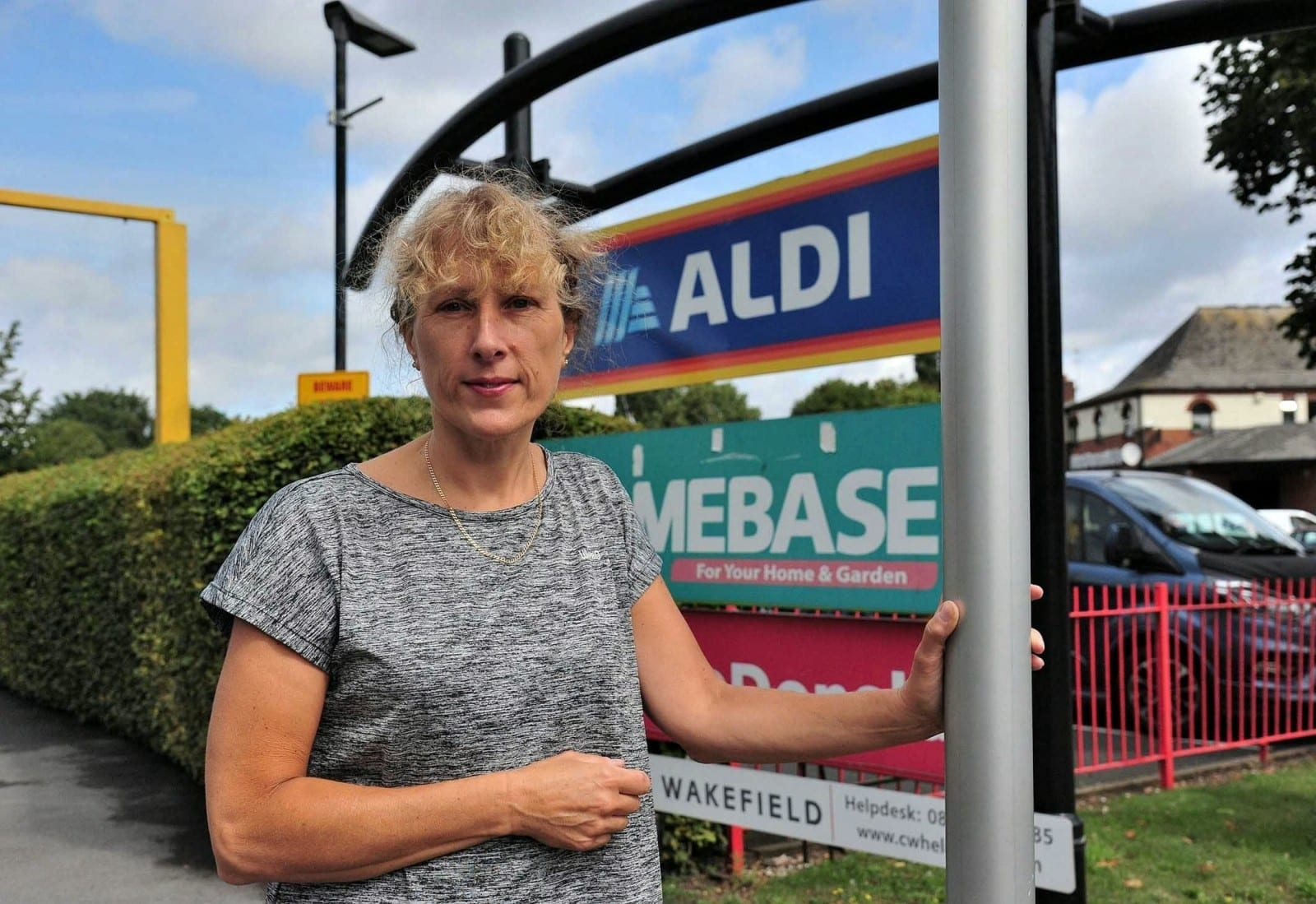 Furious Mum Refused Gin Ice Pops In Aldi Because She Was Shopping With Her 15-Year-Old Daughter