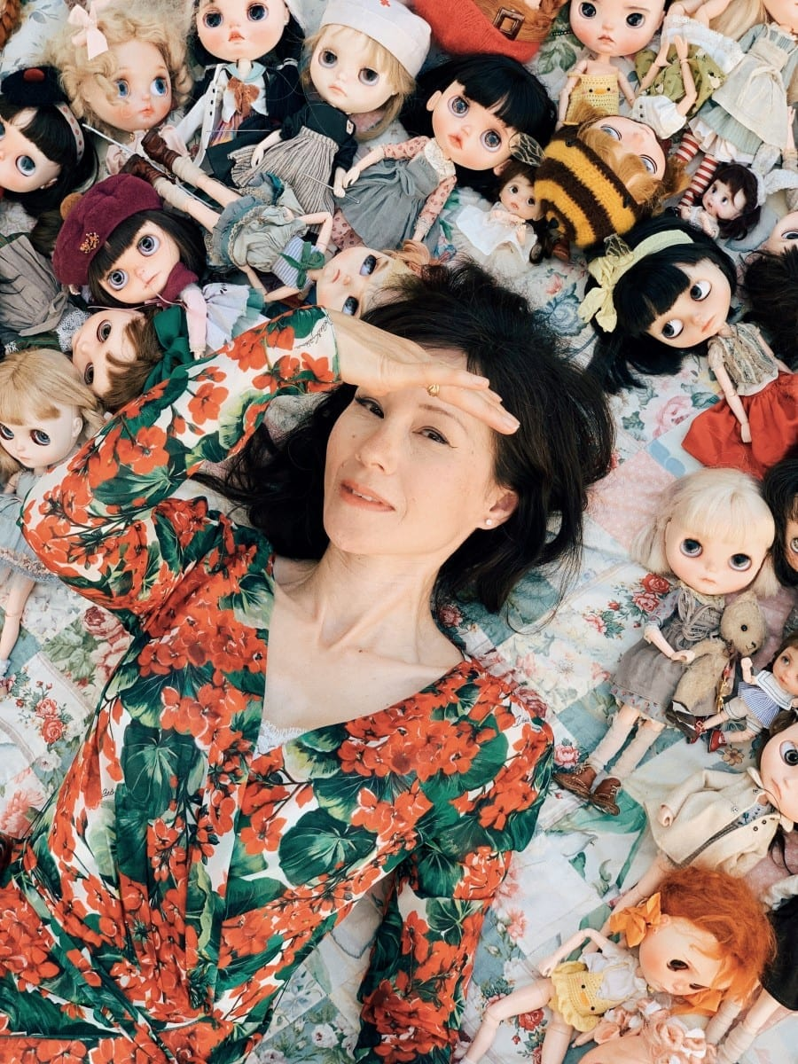 Former Model Takes Dolls Travelling Around The World - Attracting An Instagram Following Of 80k