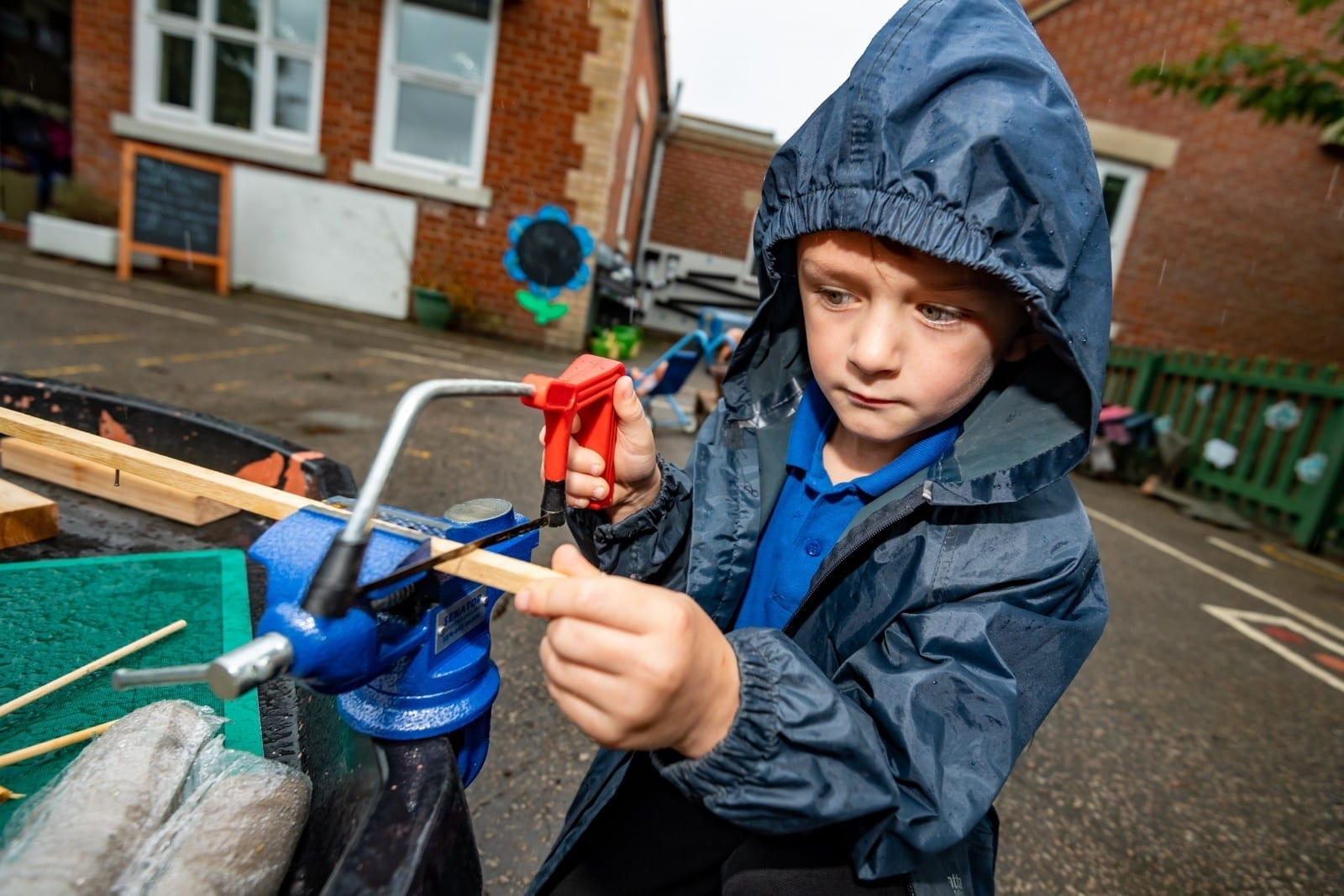 School Lets 4-Year-Old Pupils Play With Real Kitchen Knives, Hammers and Saws