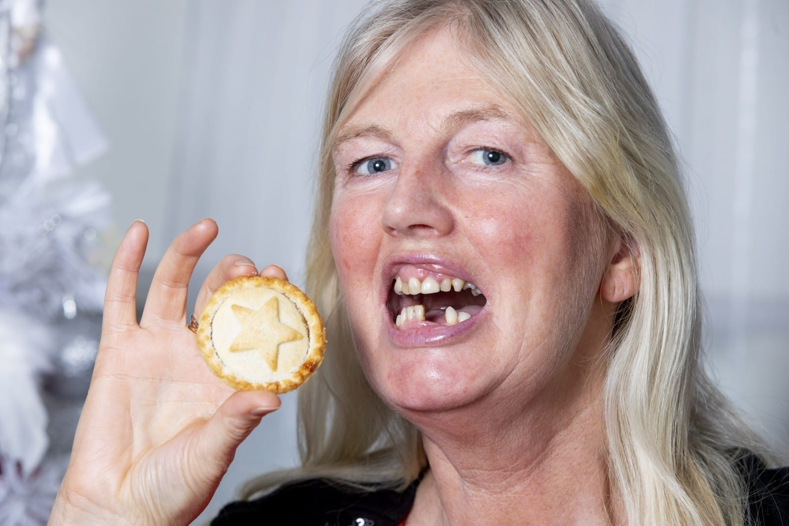 'All I Wants For Christmas Is My Two Front Teeth' - Mum Accidentally Swallowed Her Dentures While Eating A Mince Pie