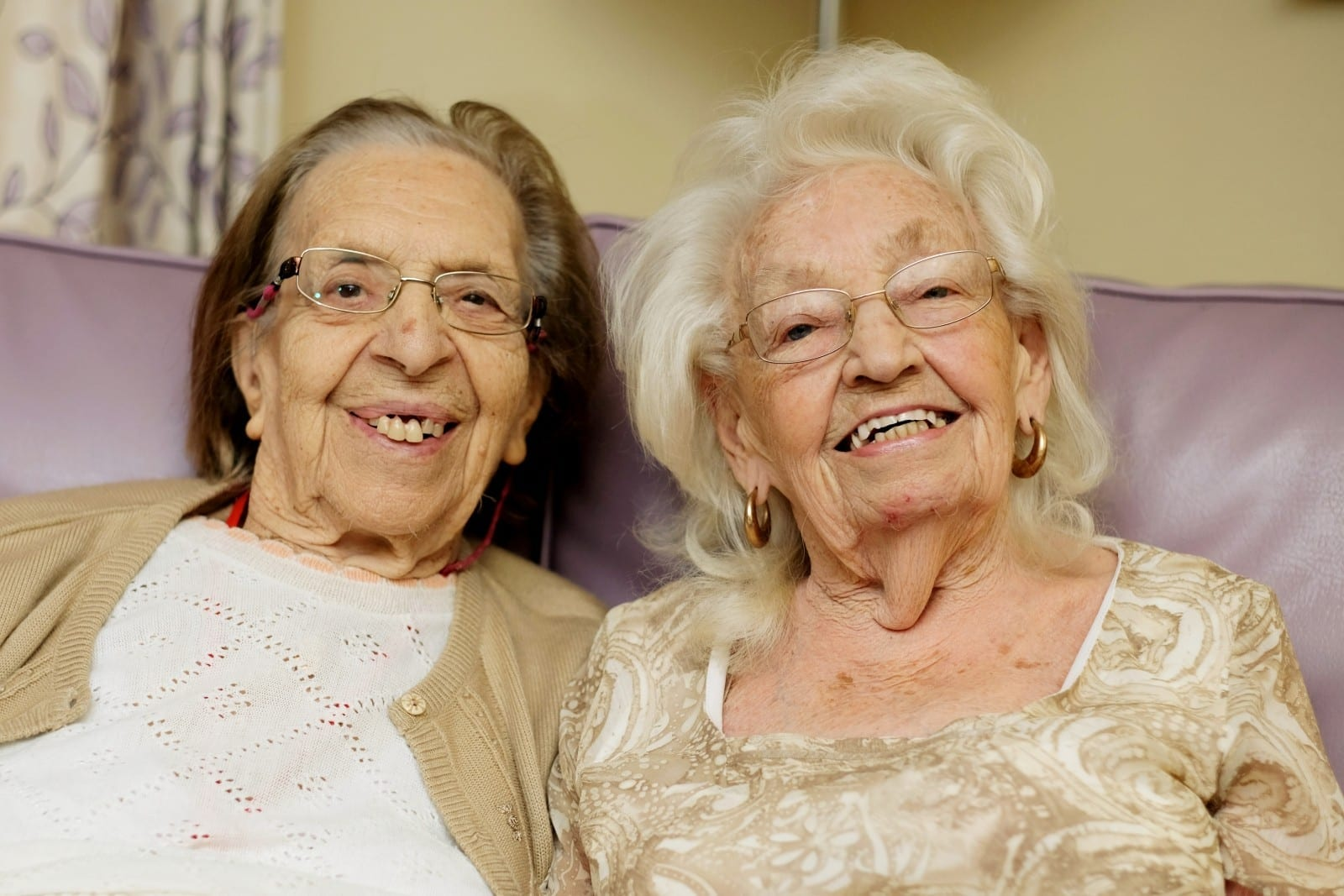 'We're Like Giggling School Girls' - Best Friends Who Have Been Inseparable For Almost 80 Years Move Into The Same Care Home