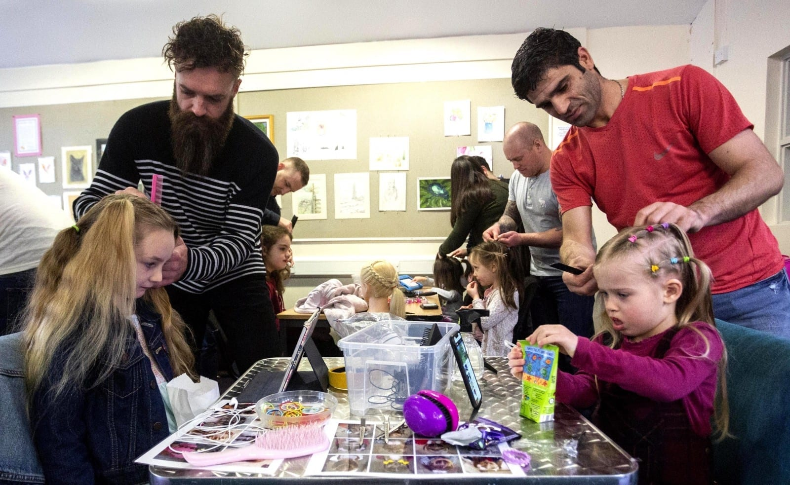 How About Plait? – Dad Is Encouraging Fathers & Daughters To Bond – By Teaching Dads How To Plait Hair
