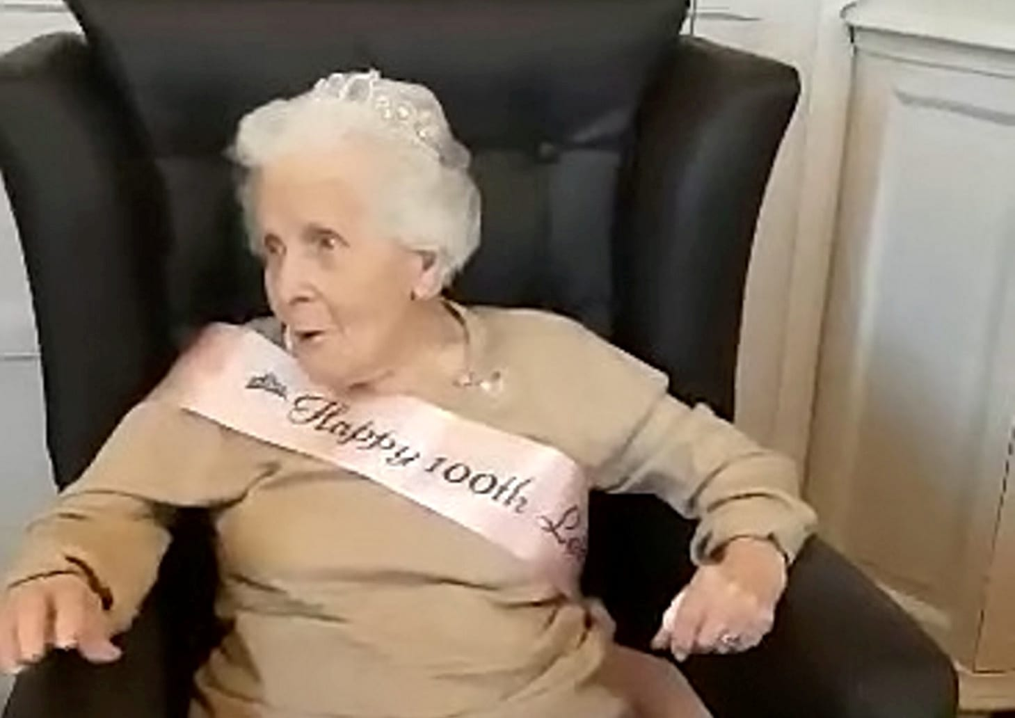 Great-Gran Celebrated Her 100th Birthday By Belting Out A Dazzling Rendition Of 'When You're Smiling'