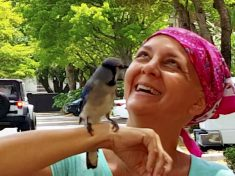 Real-Life Snow White Visted By Baby Bird She Rescued Every Day For Two Years
