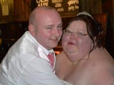 Bride Rips Up Wedding Photos After Looking Back At Her 26 Stone Frame – Then Shreds 13 STONE