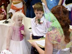 "Terminally Ill Five-Year-Old ""Marries"" Best Friend To Tick Off Bucket List"