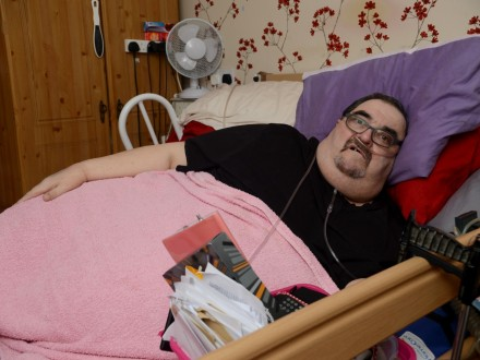 23-Stone Cancer Patient Launches Complaint After Ambulance Crew DROPS Him While Carrying Him To Hospital