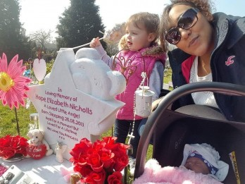 Grieving Mum Sets Up Business Decorating Baby Graves To Help Deal With Her Daughters Death