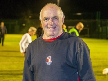 One Of Britain's Oldest Footballers Still Plays Weekly - Aged 80!