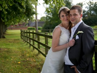 Bride Finally Reunited With Wedding Photos - SIX YEARS After Photographer