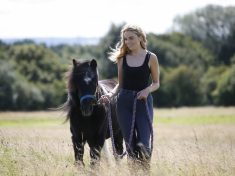 MY LITTLE PONY – Pet Owner Reunited With Beloved Pony She Owned As A Child 20 YEARS Ago