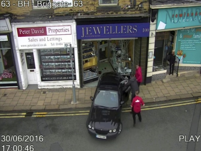 WATCH – Brave Bystander Drags Robbers Out Of Jewllers During Ram-Raid